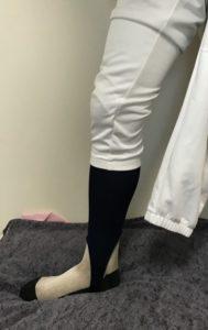 野球ズボンを普通に履きます。